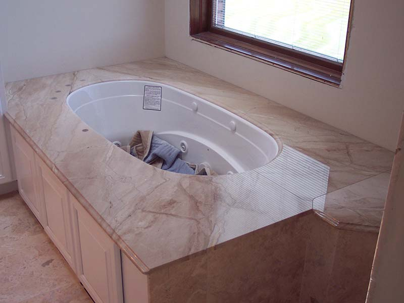 Daino Realle Marble bathtub surround