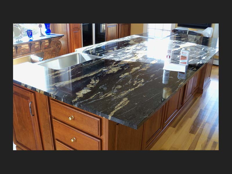 Magma Granite kitchen island playing up the horizontal contrast!